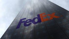 Fedex logo på reflekterande moln för en skyskrapafasad Redaktörs- tolkning 3D Fotografering för Bildbyråer