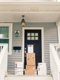 Fedex pudełka na ganku frontowym Zdjęcia Royalty Free