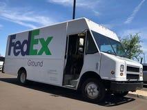 Fedex a rectifi? le camion de exp?dition effectuant des livraisons photographie stock libre de droits