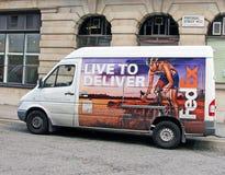 Fedex skåpbil arkivfoto