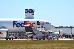 Fedex-vliegtuigen bij airshow royalty-vrije stock foto's