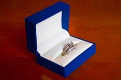 Fedi nuziali in scatola blu Fotografia Stock Libera da Diritti