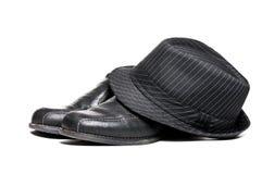 Fedora y zapatos de alineada Fotos de archivo