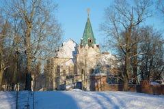 Fedorovsky镇的餐厅房间的废墟的看法在Tsarskoe Selo在一2月天 大教堂圆屋顶isaac ・彼得斯堡俄国s圣徒st 图库摄影