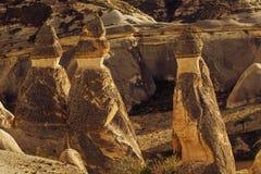 Fee bringt Steinklippen unter stockfoto