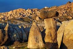 Fee bringt Steinklippen unter stockfotografie