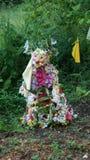 Fee gemacht von den Blumen Lizenzfreie Stockfotografie