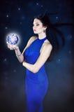 Fee mit einem magischen Ball Lizenzfreies Stockfoto