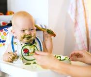 feeding Primer alimento sólido del bebé imagen de archivo libre de regalías