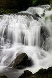 Feenhafte Fälle, Snowdonia, im vollen Fluss Lizenzfreie Stockfotos