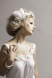 Feenhafte Frau der schönen Fantasie im Weiß Lizenzfreie Stockfotografie