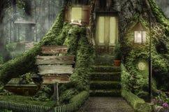 Feenhaftes Haus (Stumpf) stock abbildung