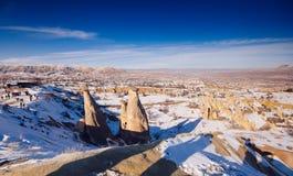 Feeschoorstenen in Cappadocia, Turkije de drie schoonheden in Urgu Royalty-vrije Stock Fotografie