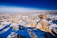 Feeschoorstenen in Cappadocia, Turkije de drie schoonheden in Urgu Royalty-vrije Stock Foto's