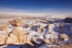 Feeschoorstenen in Cappadocia, Turkije de drie schoonheden in Urgu Stock Afbeelding