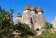 Feeschoorstenen (rotsvormingen) in Cappadocia Turkije Stock Foto