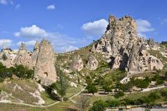 Feeschoorstenen in Uchisar, Cappadocia stock fotografie