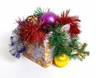 Feest ornamenten in een doos Stock Foto