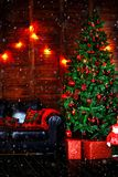 Feest van Kerstmis Prachtig verfraaid huis royalty-vrije stock foto's