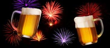 Feestdrank met Twee Glazen Bier Royalty-vrije Stock Foto's
