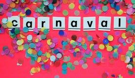 Feestelijk carnaval concept met kleurrijke confettien stock foto