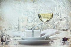 Feestelijk zilveren diner dat voor de vakantie plaatst Royalty-vrije Stock Foto