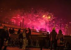 Feestelijke begroeting van vuurwerk op de nacht van het Nieuwjaar Op 1 Januari, 2016 in Amsterdam - Netherland Stock Fotografie
