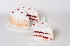 Feestelijke cake op wit Stock Afbeeldingen