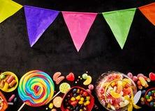 Feestelijke Carnaval-affiche met kleurrijke bunting stock foto