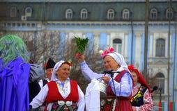 Feestelijke Carnaval gekostumeerde hogere vrouwen Stock Foto's