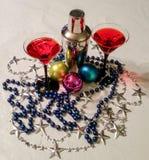 Feestelijke cocktails met zilveren shaker Stock Afbeelding