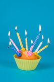 Feestelijke cupcake met kaarsen Stock Foto