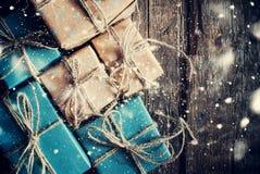 Feestelijke Dozen met Linnenkoord Getrokken Sneeuwval Royalty-vrije Stock Afbeeldingen