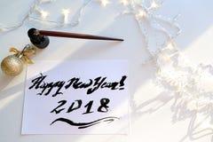 Feestelijke groetkaart met nieuw die jaar met zwarte inkt op papier wordt gemaakt Royalty-vrije Stock Afbeelding