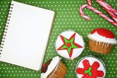 Feestelijke Kerstmis cupcakes Stock Afbeelding