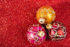Feestelijke Kerstmis uitstekende decoratie, drie snuisterijen Royalty-vrije Stock Foto