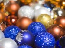 Feestelijke Kerstmisdecoratie, Kerstmisballen, achtergrond Stock Afbeelding