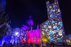 Feestelijke Kerstmisdecoratie op voorgevels van gebouwen in Como, I Royalty-vrije Stock Afbeeldingen