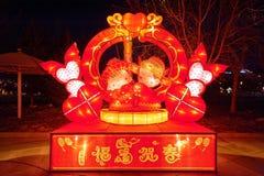 Feestelijke lantaarn - Jongen en meisje Stock Afbeeldingen