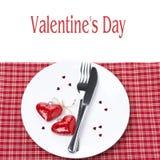 Feestelijke lijst die voor de Dag van Valentine plaatsen Stock Afbeelding