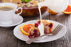 Feestelijke pastei met Amerikaanse veenbes en sinaasappel stock foto's