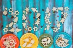 Feestelijke tekst - het nieuwe die jaar van 2017, van koekjes wordt gemaakt Stock Foto's