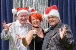 Feestelijke trio of uitvoerders die Kerstmis vieren stock fotografie