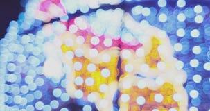 Feestelijke vaag helder bokeh De vage abstracte achtergrond van Kerstmislichten stock videobeelden