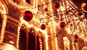 Feestelijke verlichting in de straten van de stad Kerstmis in Moskou, Rusland Rood vierkant stock fotografie