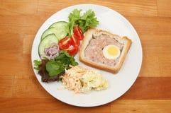 Feestpastei en salade Royalty-vrije Stock Afbeeldingen