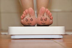 Feet on bathroom scale Royalty Free Stock Photography