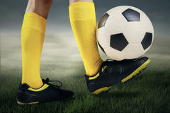 Feet player with a soccer ball 2 Royalty Free Stock Images