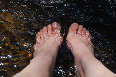 Feet relaxing in water Royalty Free Stock Photography