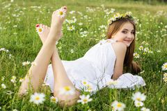 Feets of child girl with chamomiles Royalty Free Stock Photography